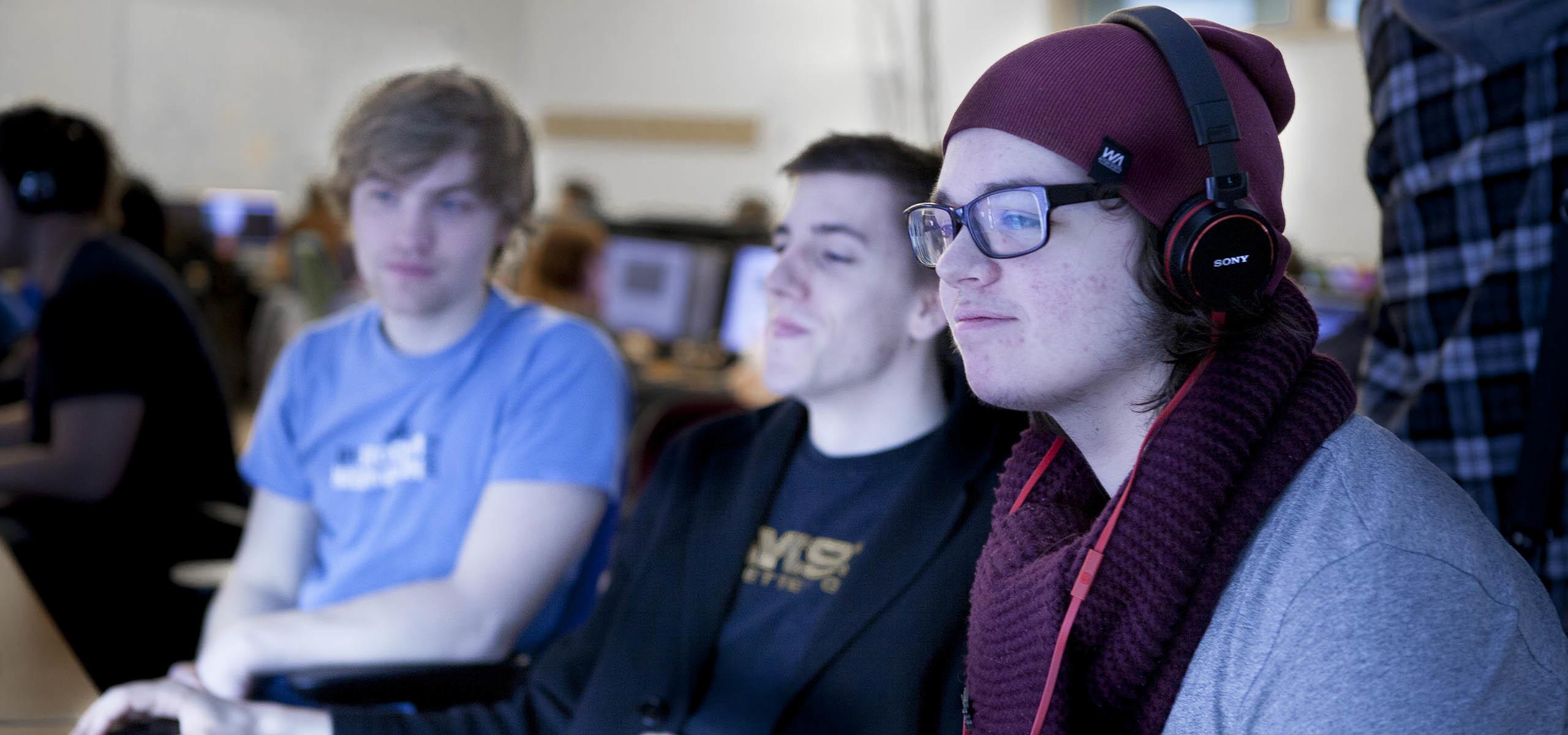 Studenter vid datorn