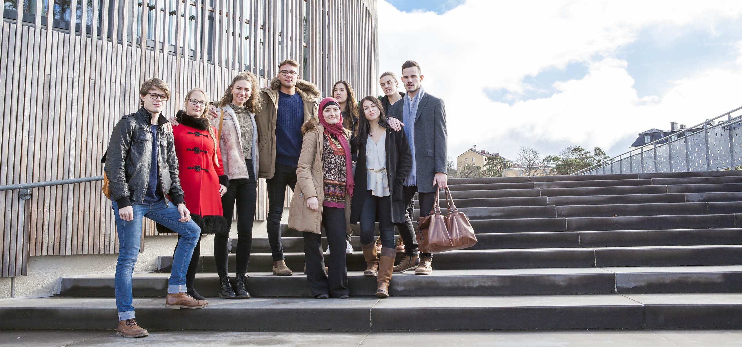 studenter på en trappa