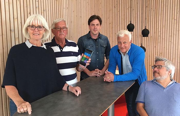 Ingrid och Bengt Stoltz tillsammans med Joakim Frögren, Johan Sanmartin Berglund och Peter Anderberg, BTH.