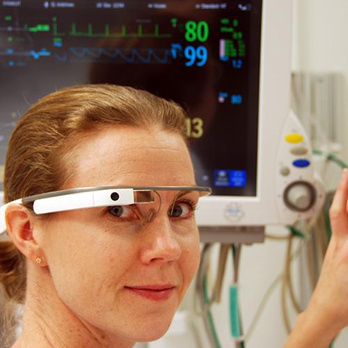 Att använda smarta glasögon inom intensivvård