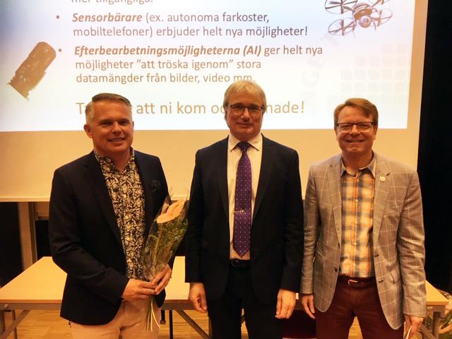 Foto på Mattias Dahl, dekan Benny Lövström och rektor Mats Viberg