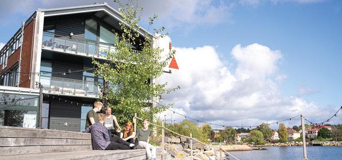 Fotografi på bryggan utanför Campus Karlshamn