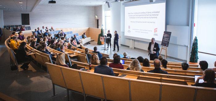 Foto vid ett föreläsnigstilfälle inne på Campus Karlshamn