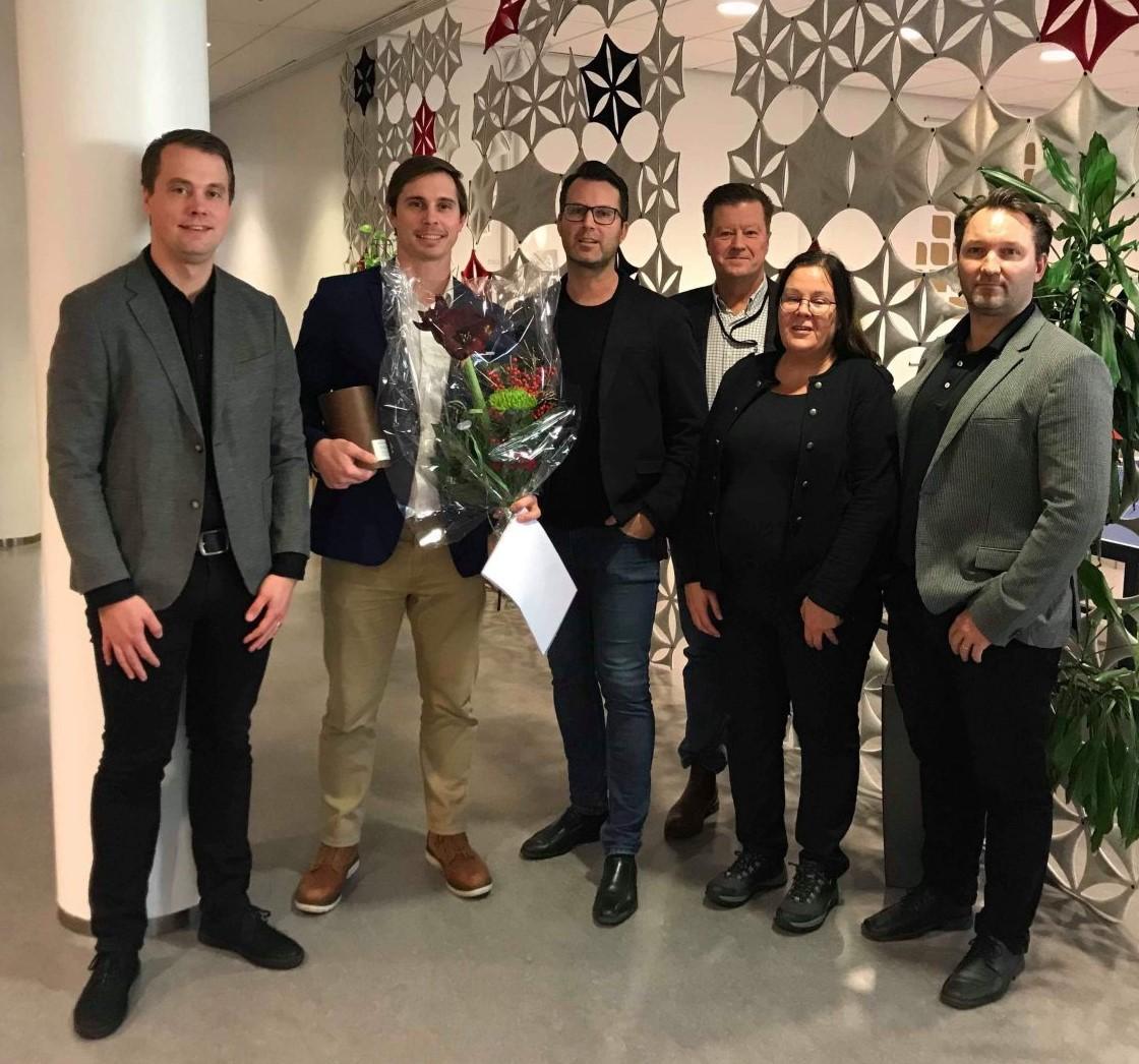 Foto på Christian Johansson Askling (handledare), Ryan Ruvald (doktorand), Andreas Larsson (handledare), Mats Walter (prefekt), Åsa Ericson (opponent), Tobias Larsson (examinator)