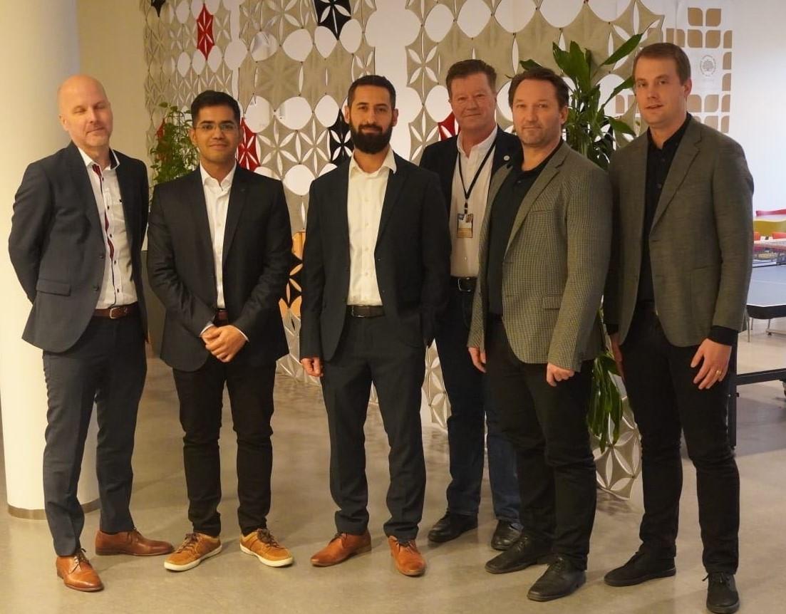 Foto på Johan Wall (handledare), Sravan Tatipala (doktorand), Mehdi Tarkian (opponent), Mats Walter (prefekt), Tobias Larsson (handledare/examinator), Christian Johansson Askling (handledare)