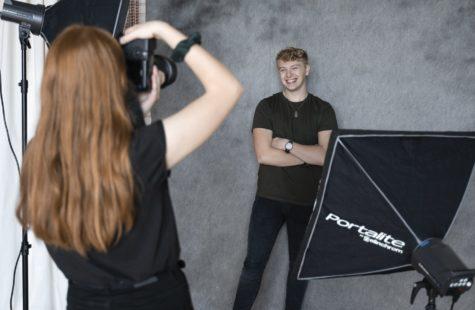 Foto på studenter i fotostudion, Campus Karlshamn