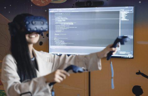 Foto på student med VR-headset