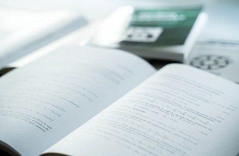 Närbild på skolbok