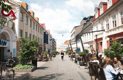 Foto på en gågata i Karlskronas centrum